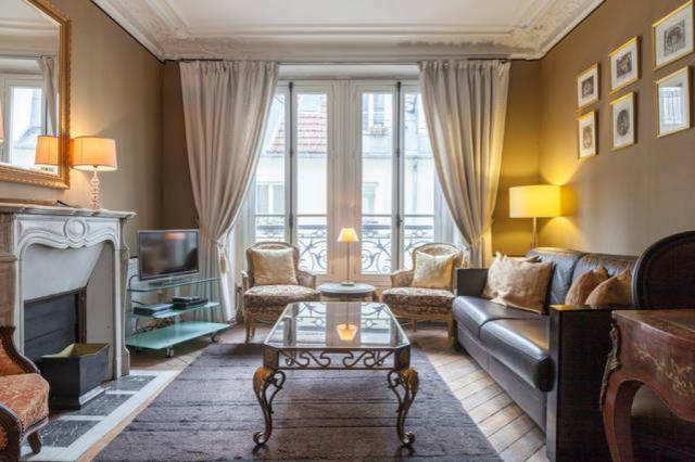 Charming PerfectlyParis Bijou De Bellefond Sleeps 5